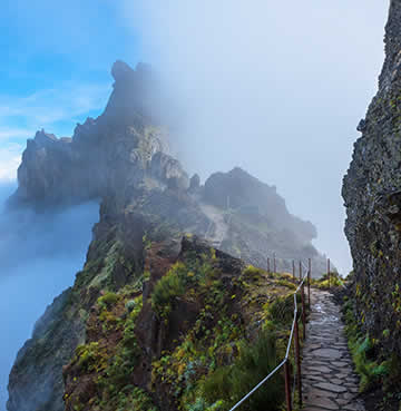 A hiking trail between Pico do Arieiro to Pico Ruivo