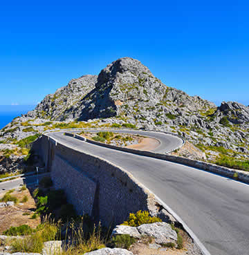 The winding roads of Serra de Tramuntana
