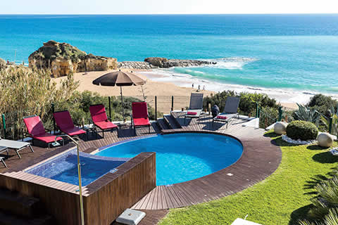 Villa Praia and private pool overlooking the beach in the Algarve