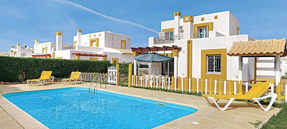 Villa Ninos gated pool in Gale, Algarve