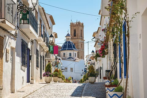Cobblestone streets and whitewashed houses in Altea