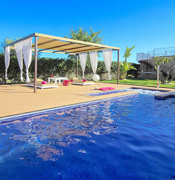 Large, private pool with whirpool and spacious decking area in Mallorca