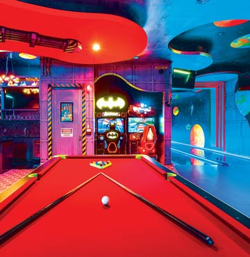 Game facilities in Palmilla Court Villa in Orlando. Facilities include a bowling alley, pool table and arcade games