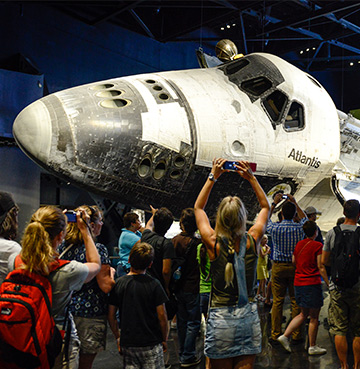 Crowds admiring the Atlantis at the Kennedy Space Center Visitor Complex