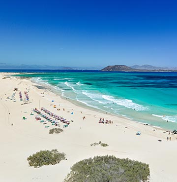 Beautiful turquoise wates and white sands at Corralejo beach, Fuerteventura