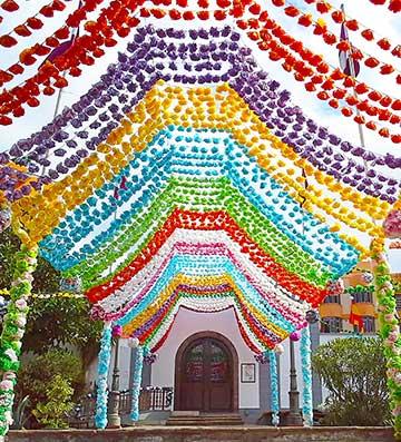 Balloon decorations for Spanish festival