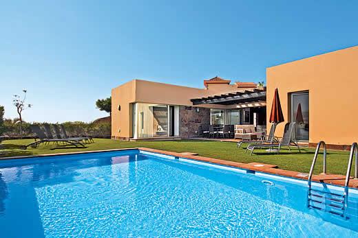 Par 4 villa 24 in salobre golf resort gran canaria for Villas en gran canaria