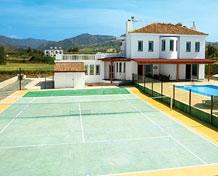 Villas with Tennis Courts